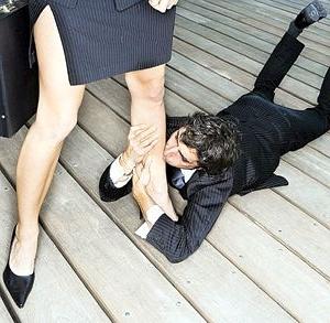 Картинка парень целует женские ножки 7 фотография